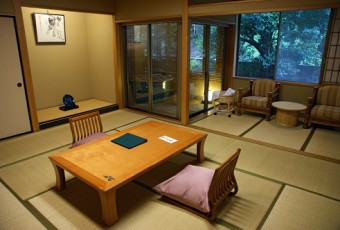 The Difference between a Hotel and a Ryokan (Traditional Japanese Inn)