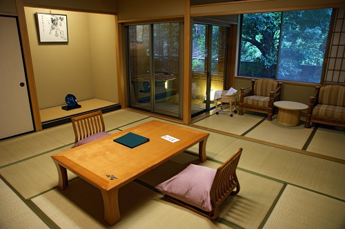 The-Difference-between-a-Hotel-and-a-Ryokan-Traditional-Japanese-Inn