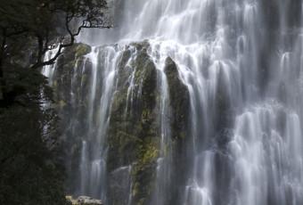 Devil's Punchbowl Waterfall 'Te Tautea o Hinekakai'