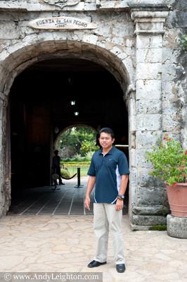 leo outside san pedro fort